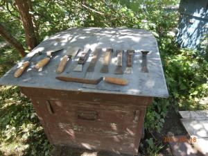 пчеловодная стамеска, пчеловодный нож, пасечный каток, пасечный совок
